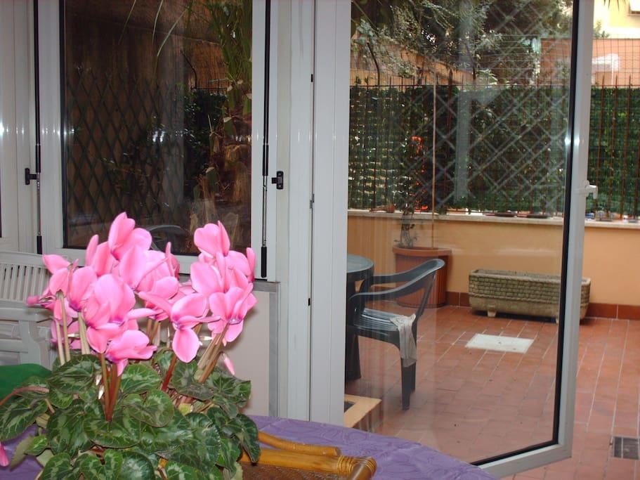Veranda sala pranzo.
