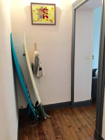 Joli couloir avec coin surf