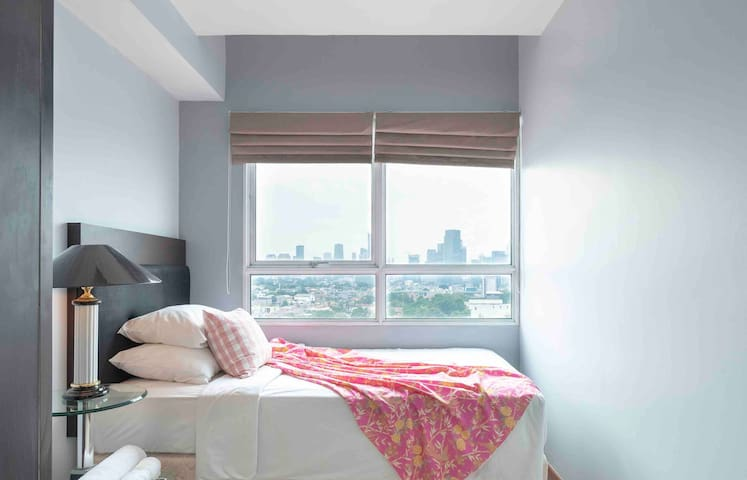 Single bedroom 1 with magnificent Jkt CBD with large wardrobe closet