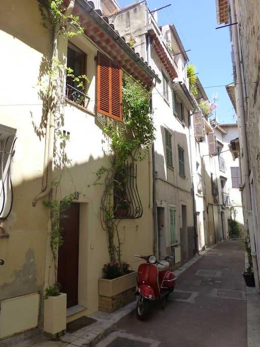 Petite maison p cheurs viel antibes maisons louer for Antibes location maison