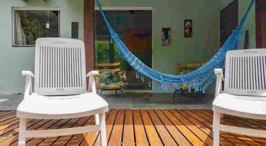 Linda suite com varanda e deck em Ilhabela