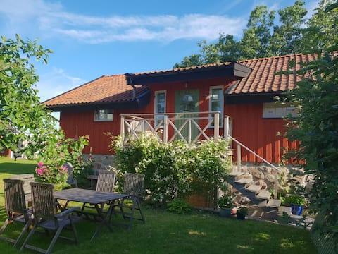 Gemütliches Ferienhaus mit Meerlage und schönem Garten