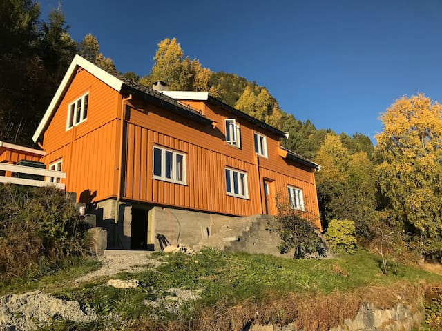 Charming house with stunning views in Romsdal - Isfjorden - Casa