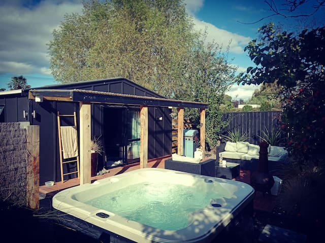 Come and relax in Martinborough!!