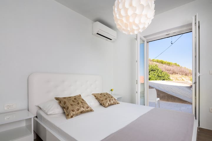 Apartment 3 Queen size bed with terrace access. Views to the Adriatic Sea