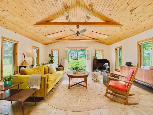 Huycks House - Prince Edward County Retreat