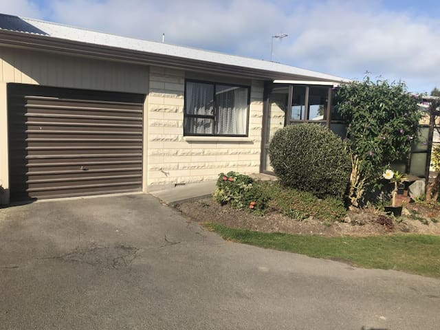 TIMARU UNIT- 6 month Lease Available Now
