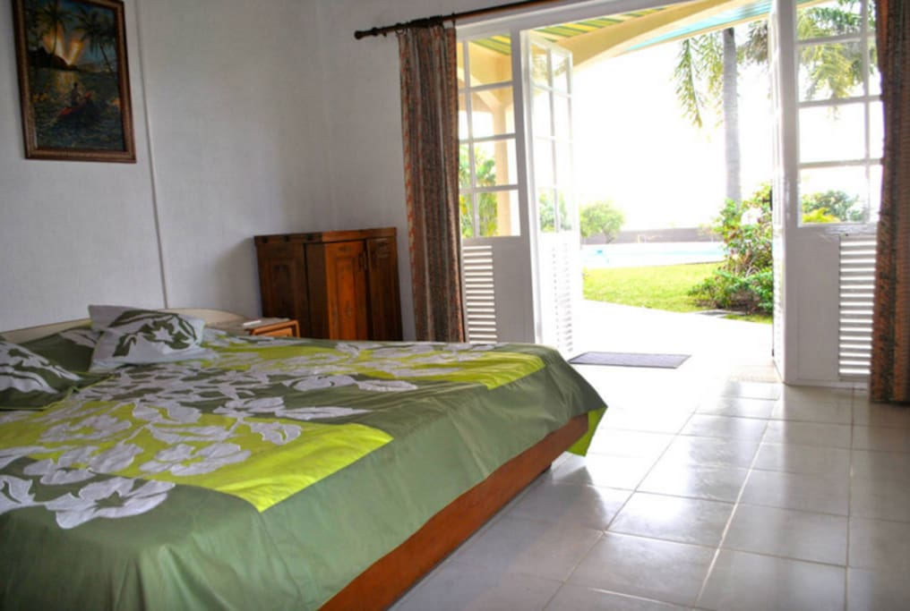 bedroom with access to the garden and swimming pool