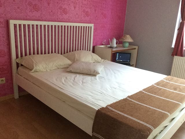 Comfortable and quiet room, near Louvain-La-Neuve.