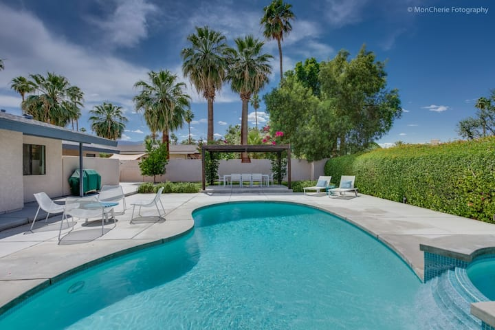 Palm Desert Home - Private Pool & Great Location.