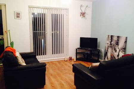 Own room with private bathroom - Salford - Apartment