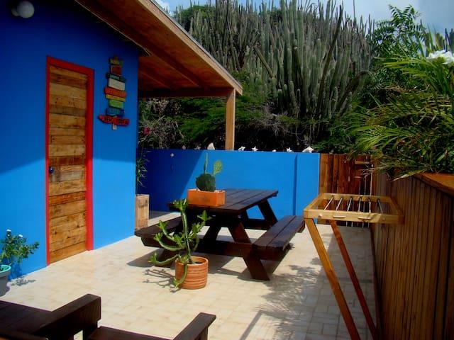 Hopi Cadushi: kleines Haus in ländlicher Umgebung