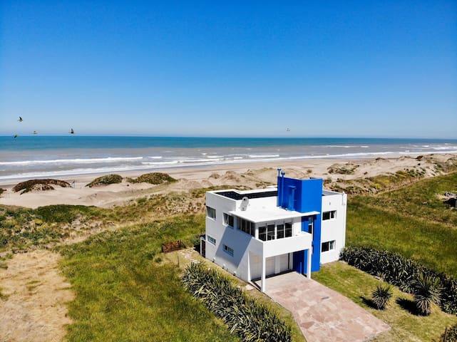 Spiti stin paralia .Casa de playa. Frente al mar.