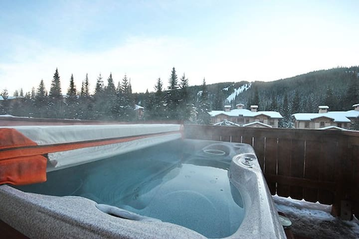 Crystal Forest 56: 2 BD/2BT with Private Hot Tub