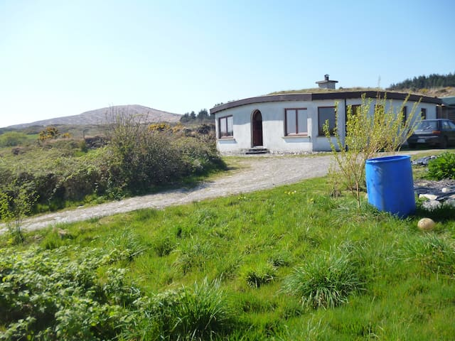 Cabin attached to Beautiful Eco House in West Cork