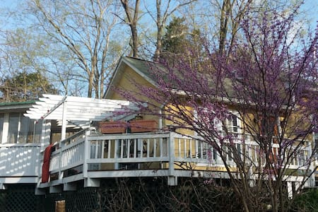 Beautiful Cozy Country Guest House - Shepherdstown - House