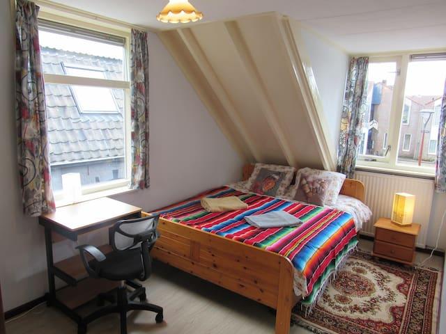 Bright and cozy room close station Alkmaar
