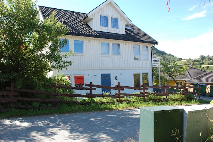 Vikhammer - Near bus, train, airport - Malvik - Apartment