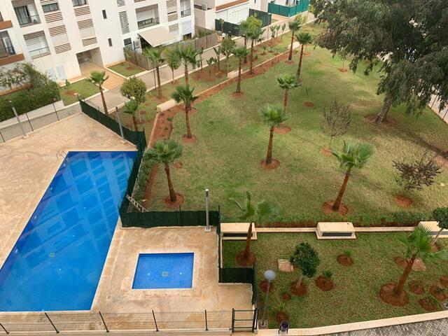 Joli appartement au calme et central, piscine  ♡