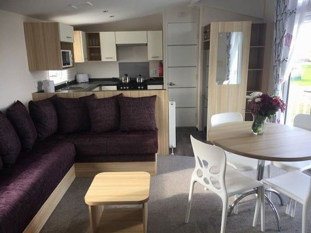 Luxury  3 bed caravan on prime location on the beach front