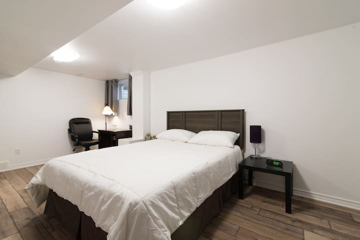 Spacious 2 Bedroom with Parking - Ottawa - Apartament