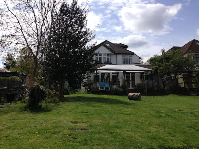 Child friendly home and huge garden - West Wickham