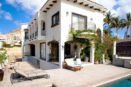 Ocean view from every room + additional guest home - San José del Cabo