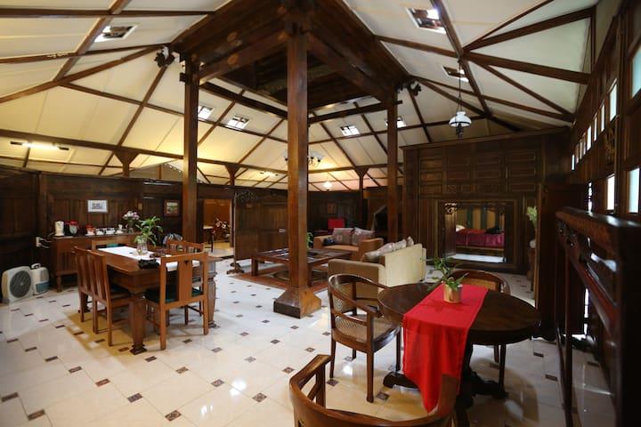 Joglo Ago, a beautiful family-friendly villa - Jogjakarta - Villa