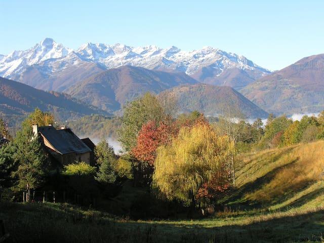 Gîte de montagne,  vue panoramique - Oust - House