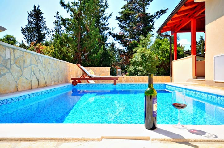 Perfect villa for a family holiday - Vrboska - วิลล่า