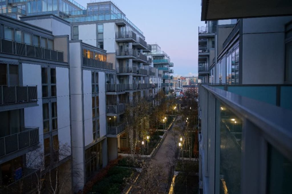 Stylish spencer dock 3br balcony apartments for rent for Appart hotel dublin