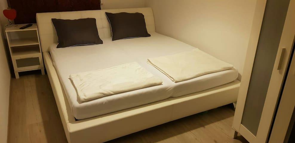 Private schöne und hell room.in köln kalk