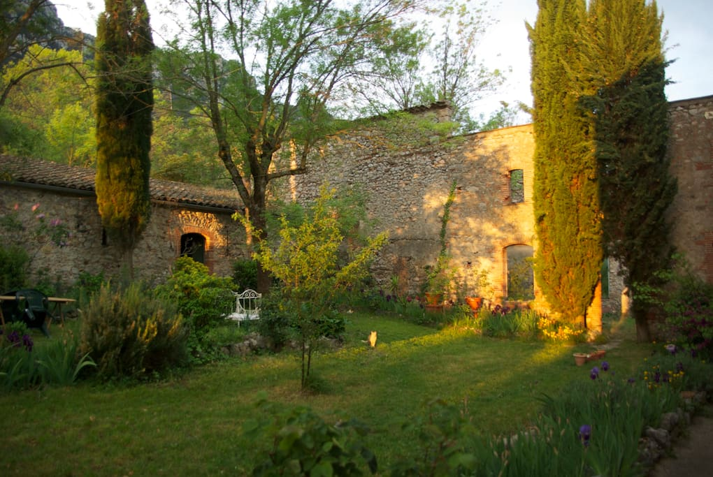 Chambre anthocyane castles for rent in saint paul de for Le jardin restaurant saint paul