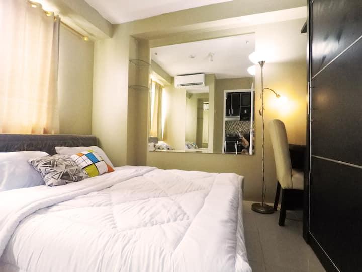 Elegant 2BR Apartment @Kalibata City + Pool & Wifi
