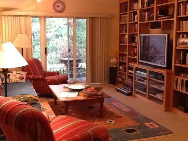 pope's visit apartment in home - elkins park - Bed & Breakfast