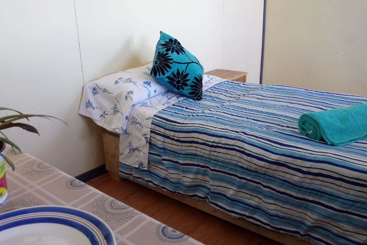 Private  room Single Bed ,all rooms are equipped small kitchen,silverware and kettle.Shared Bathroom washing machine, Iron.