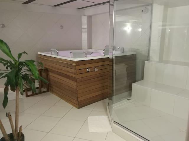 Casa completa 4 pisos para 24 personas en Medellín