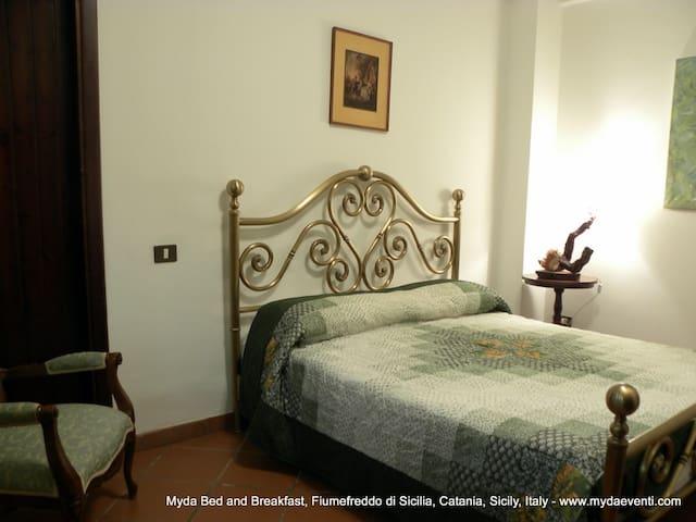 Stanza Alcantara | B&B Myda - Fiumefreddo - Bed & Breakfast