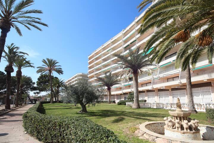 BAHIA PALACE apartm 1+3, jardin,vistamar,temat.