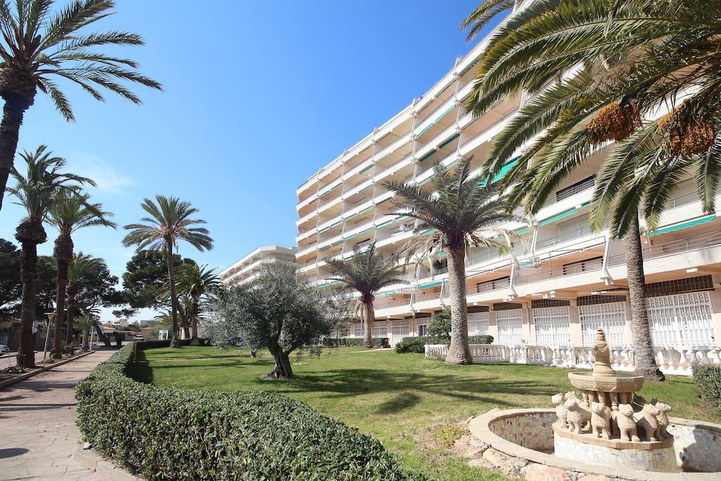 Edificio Bahía Palace donde esta ubicado el doble apartamento