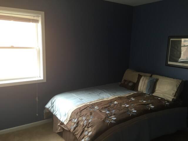 2nd Bedroom--Queen Bed in both rooms