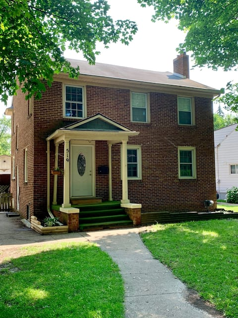 -Private Bed and Bath-near MSU-completly separate