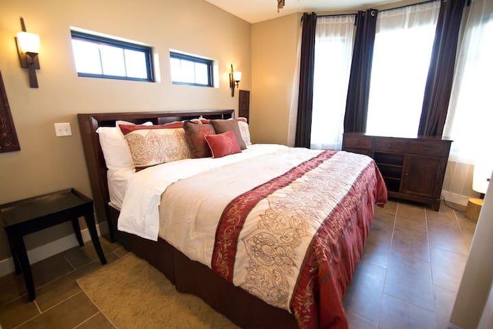 09 Brand new 3bed/2bath condo!  Thai Star - Provo - Condominium