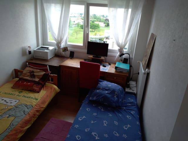 Une chambre tranquille près de Lyon et du stade