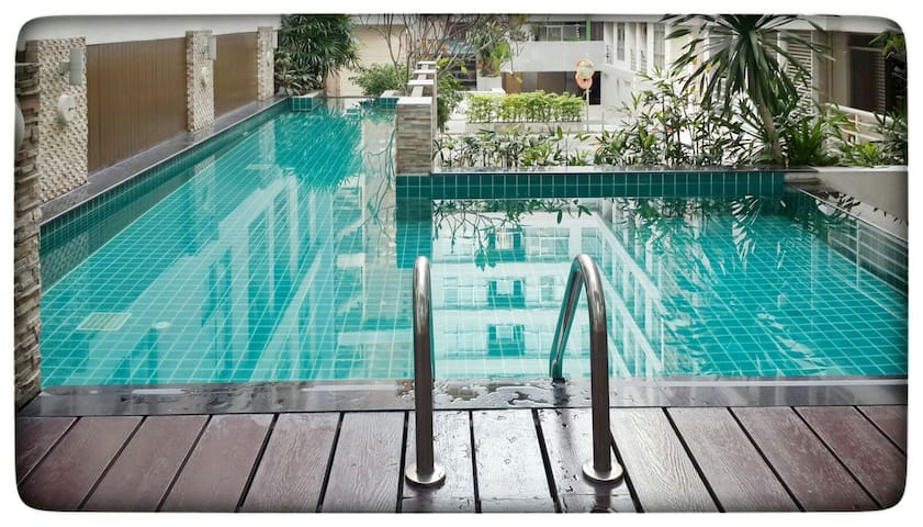 Corner Room+ Pool + BTS train - Bangkok - Daire
