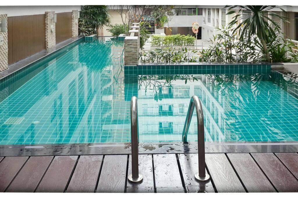 Corner Room Pool Bts Train Apartments For Rent In Bangkok Krung Thep Maha Nakhon Thailand