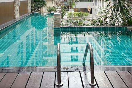 Corner Room+ Pool + BTS train - Бангкок