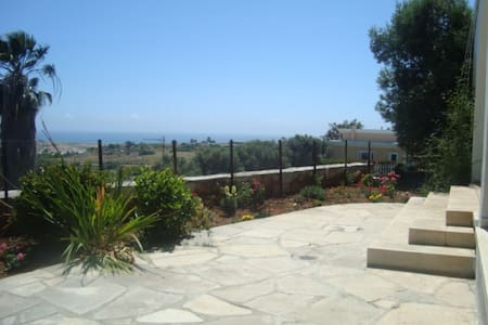2-3 bed House Super view -free WIFI - Limassol - Casa