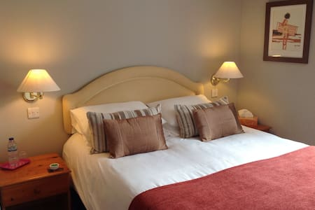 The Spinney B & B North Devon Rm2 - Shirwell - Bed & Breakfast