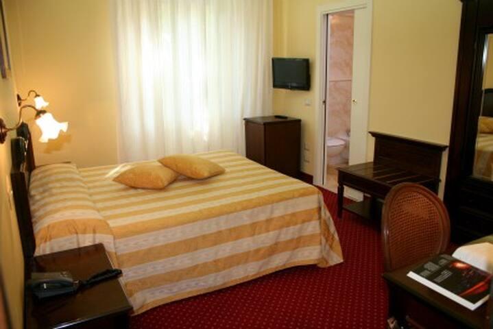Camera Matrimoniale - Riccione - Bed & Breakfast